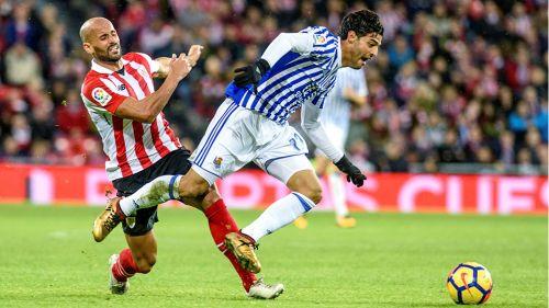 La Real Sociedad rinde homenaje a Carlos Vela