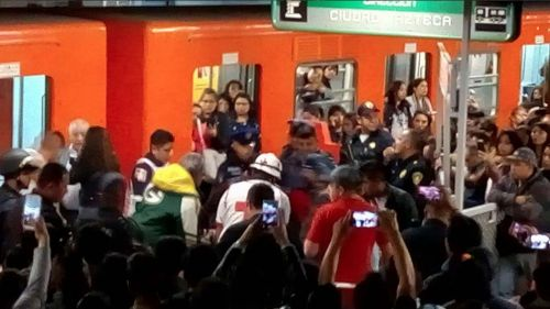 Herido en Metro Romero Rubio, por supuesta detonación de petardo: Metro