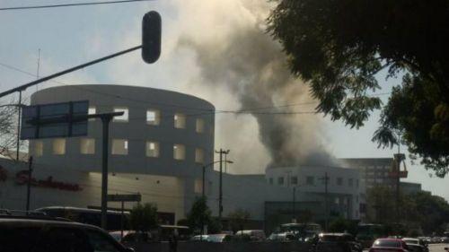 Se registra incendio en Plaza Universidad