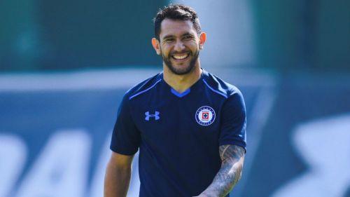 Walter Montoya, durante una práctica con Cruz Azul