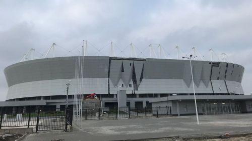La Arena Rostov luce cerca del río Don