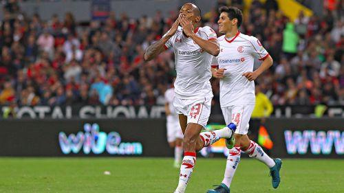 Quiñones festeja su gol frente al Atlas
