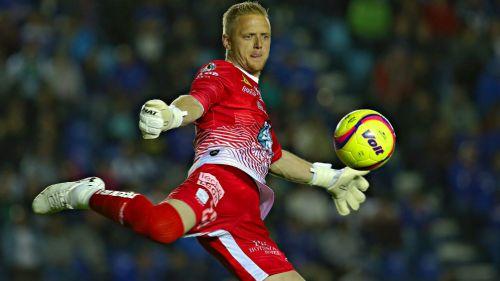 William Yarbrough despeja el balón en el Estadio Azul