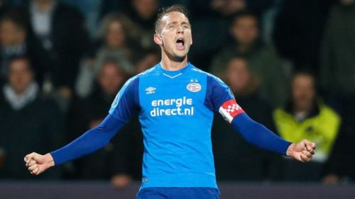 Triunfa PSV ante Heracles con Chucky en el campo