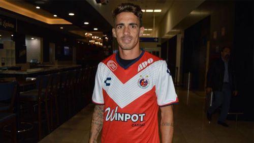 Neto Berola porta la playera de Veracruz