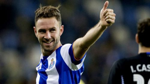 Sevilla ficha al mexicano Miguel Layún
