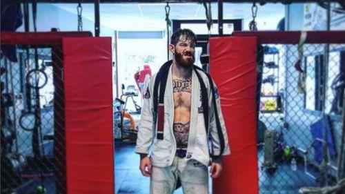 Peleador de UFC pierde testículo por un rodillazo