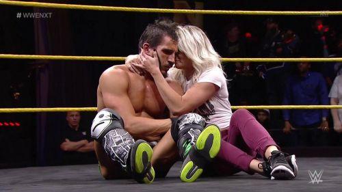 Johnny Gargano y Candice LeRae en medio del ring de NXT