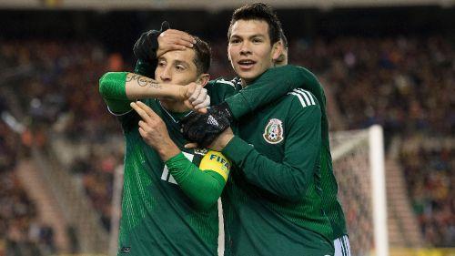 Guardado celebra un gol en un amistoso con el Tri