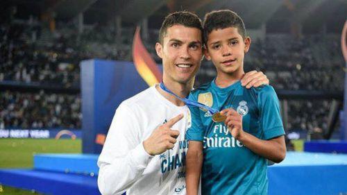 Cristiano Ronaldo 'reta' a su hijo a ser cómo él