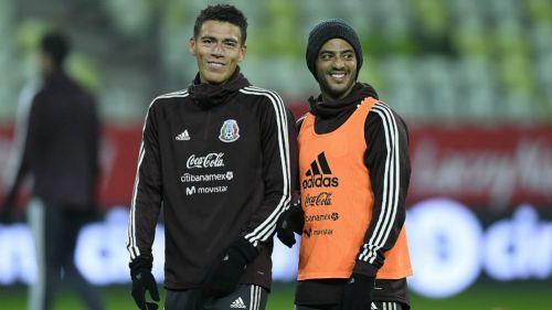 Moreno y Vela, en una concentración del Tri