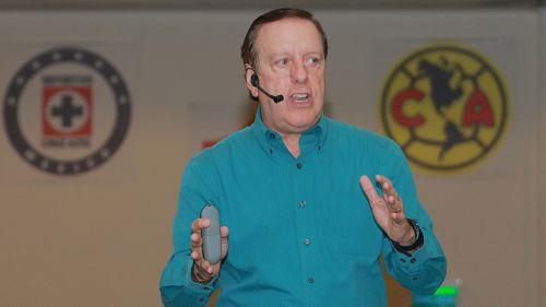 Arturo Brizio, durante una conferencia