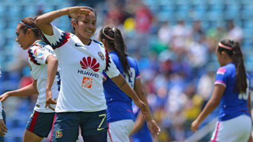 Dayana Cazares festeja su gol contra Cruz Azul