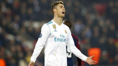 Cristiano Ronaldo se lamenta en el partido contra PSG