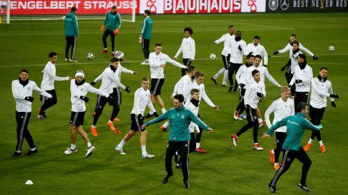 Seleccionados alemanes se preparan para el duelo contra España
