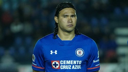 Aficion Lanza Insultos A Gullit Pena En Su Llegada Al Estadio Azul
