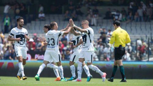 Castillo y Díaz celegran gol contra Puebla