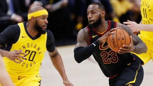 LeBron James durante el duelo de Playoffs