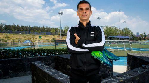 Rafa Márquez posa para RÉCORD durante un sesión con PUMA