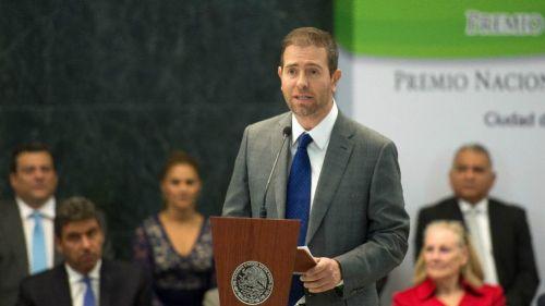 Alfredo Castillo habla durante la entrega del PND 2017