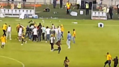 Club de futbol será sancionado tras disturbios en partido de liga sudafricana