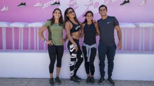 Alejandra Orozco, Mariana Juárez, Paola Espinosa e Iván García posan