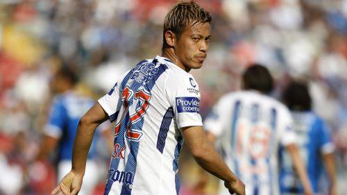 Ahora sí: Keisuke Honda tiene pie y medio fuera del Pachuca