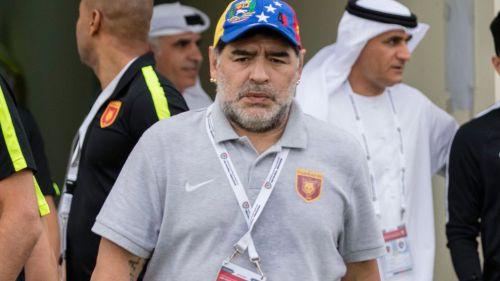 VIDEO| Diego Armando Maradona tiene emotivo encuentro con un niño sin piernas