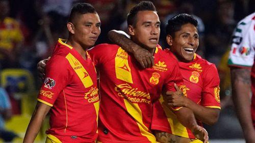 Jugadores de Morelia celebran un gol en la última jornada