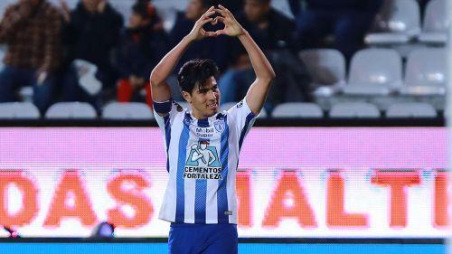 Erick Gutiérrez celebra un gol con los Tuzos en el Clausura 2018