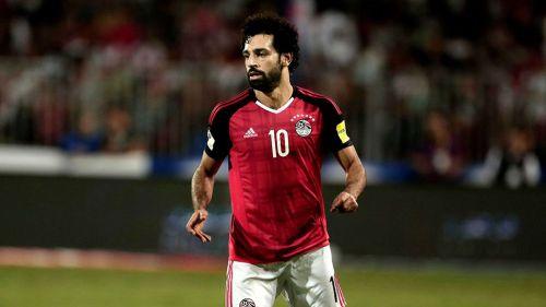 Mohamed Salah disputa un juego con la Selección de Egipto