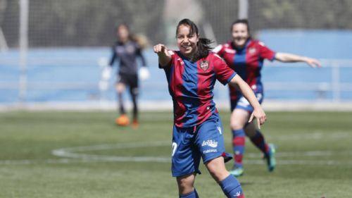 Charlyn Corral celebra un gol con el Levante Femenino