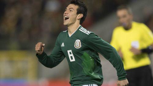 Lozano celebra una anotación contra Bélgica