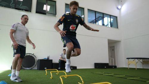 Neymar durante su preparación con la selección de Brasil