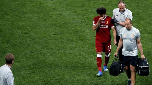 Salah abandona el terreno de juego tras lesionarse