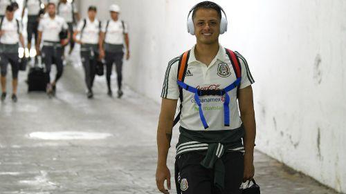 Chicharito en su llegada al Azteca en la despedida del Tri