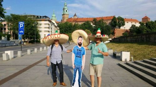 Mexicanos reciben a 'La Bendición' en Rusia
