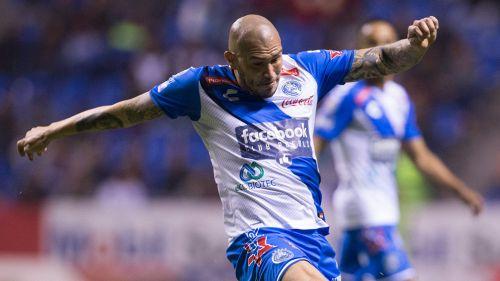 Jorge Enríquez disputa un juego con Puebla en el C2018