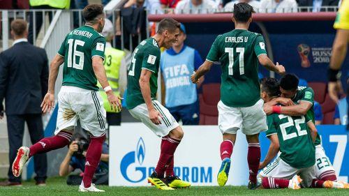 Herrera, Moreno, Vela, Lozano y Gallardo celebran col contra Alemania