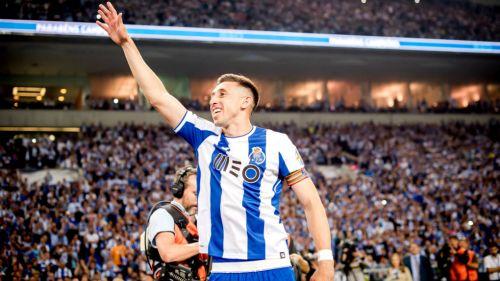 Héctor Herrera festeja triunfo con el Porto
