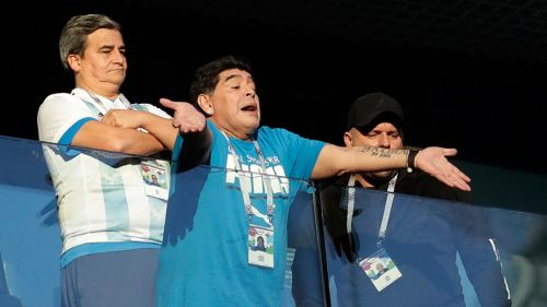 Maradona (centro) durante el partido de Argentina y Nigeria