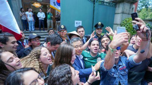 Aficionados mexicanos celebraron con embajador de Corea del Sur