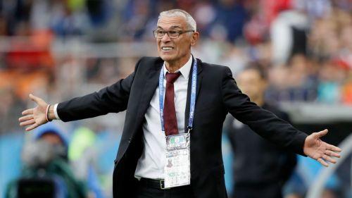 Cúper reacciona en un partido con Egipto en Rusia 2018