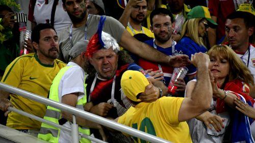 Aficionados de Serbia y Brasil protagonizan pelea