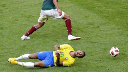 Facebook: Comercial se burla de la lesión de Neymar en el Mundial
