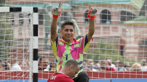 Cafu rinde homenaje a Jorge Campos