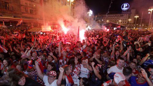 Aficionados de Croacia celebran pase a la Final de la Copa del Mundo