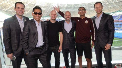 Martinoli, Campos, Facundo, Luis García, Capi Pérez y Zague sonríen para la foto
