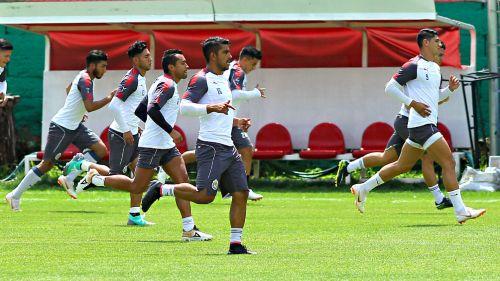 Chivas entrena de cara al Apertura 218