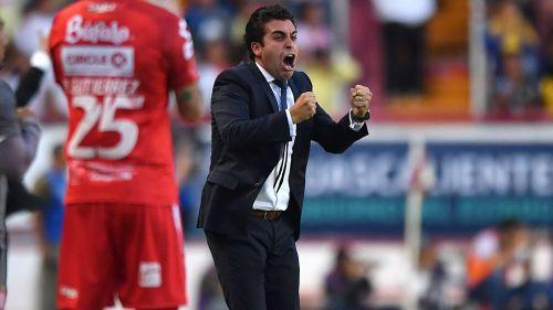 Leaño celebra un gol de Necaxa contra América en la J1 del A2018
